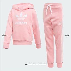 ⭐️Adidas girls trefoil pink tracksuit -Age 6-7